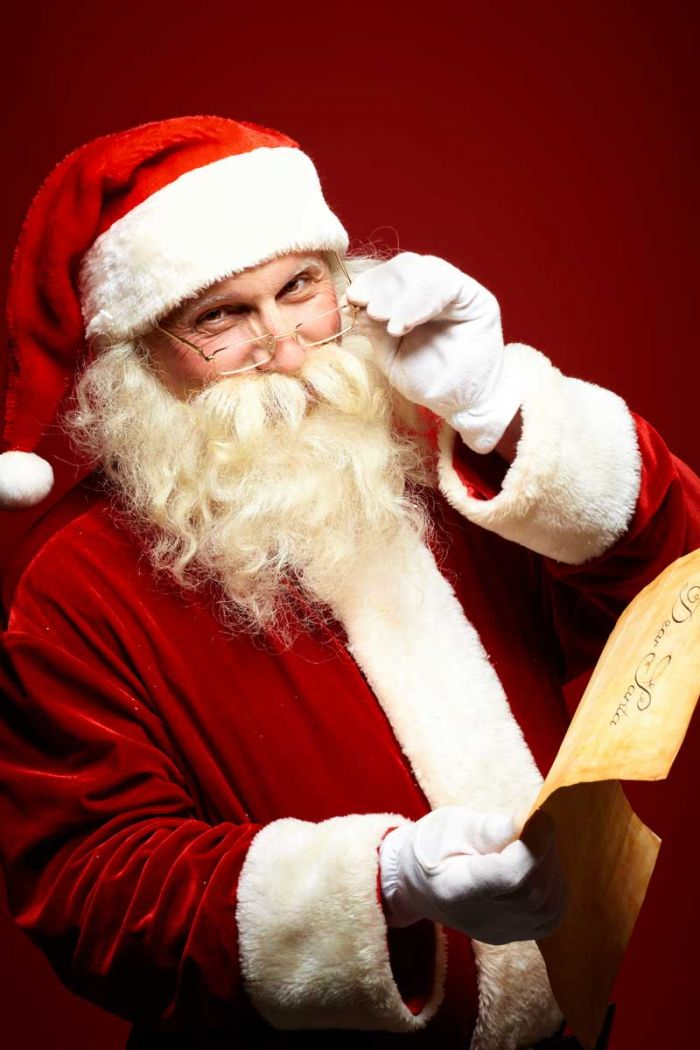 85c949ea29db Papai Noel. Estudiosos afirmam que a figura do bom velhinho foi inspirada  num bispo chamado Nicolau ...